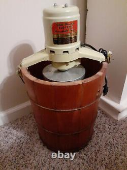 4 Quart White Mountain Ice Cream Freezer / Maker with motor- Very Clean