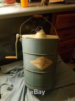 Antique White Mountain PBWMIME612 6-Quart hand crank Ice Cream Maker in plastic