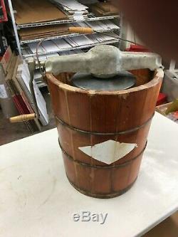 RARE 8qt Vintage WHITE MOUNTAIN ICE CREAM FREEZER / HAND CRANK