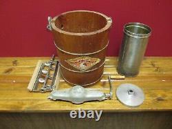 Vintage WHITE MOUNTAIN 4 Qt Wooden Hand Crank Ice Cream Maker Freezer EXC