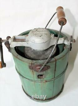 White Mountain Ice Cream Freezer Maker Hand Crank 1QT Salesman Sample 1923