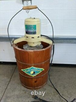 White mountain ice cream maker 6 Quart electric. Very nice clean condition